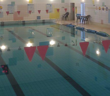 Informacja o zajęciach AQUA FITNESS i nauce/doskonaleniu pływania.